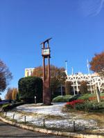 秋晴れの澄み切った青空 雪の残る景色
